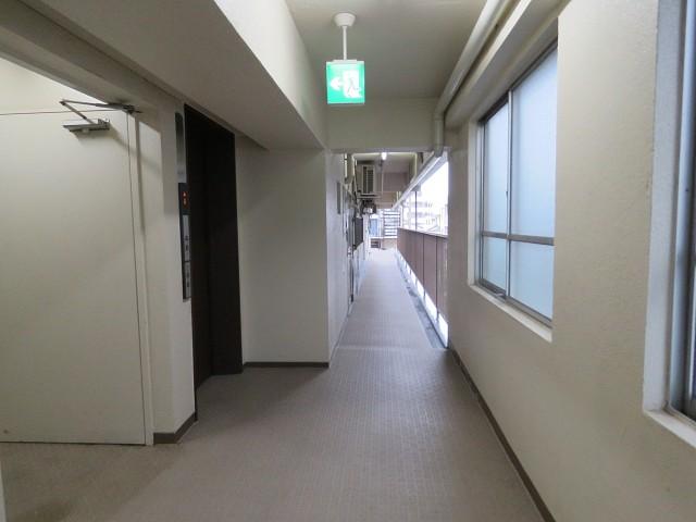 初台中央マンション 共用廊下