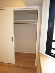レクセルマンション音羽 出窓がある洋室 クローゼット