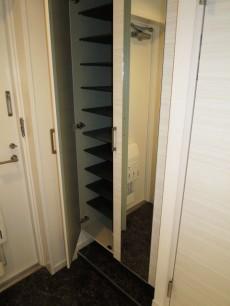 ディアライフ大塚 収納力◎なシューズボックスが設置された玄関