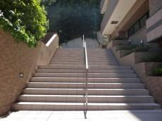 ライオンズマンション乃木坂 エントランス前階段