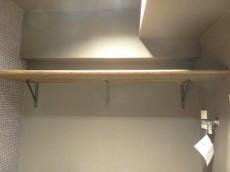 サンマリーナ新子安 洗濯機置場上の棚201