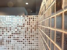 サンマリーナ新子安 キッチン壁面のモザイクタイル201