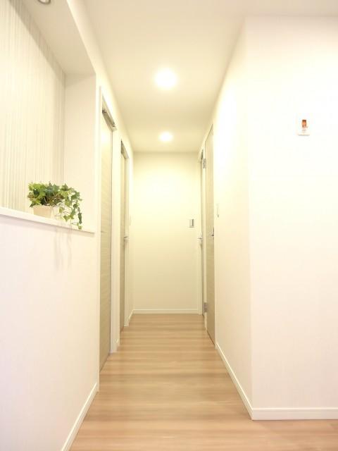 ガーデンハウス 廊下