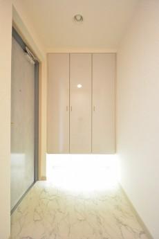 アールヴェール新宿弁天町 玄関ホール702
