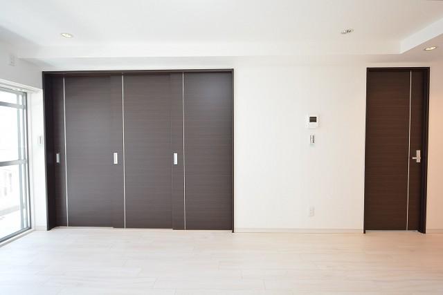 グレイス魚籃坂 LDK内の洋室扉