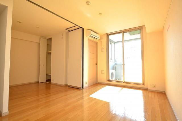 アールヴェール新宿弁天町 LD+約4.0帖の洋室402