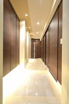 ファミール六本木 玄関ホール