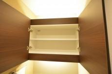 ファミール六本木 吊戸棚