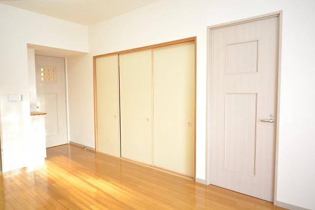 アールヴェール新宿弁天町 和室と洋室扉102