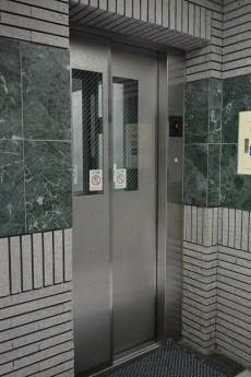 ライオンズヴィアーレ幡ヶ谷 エレベーター