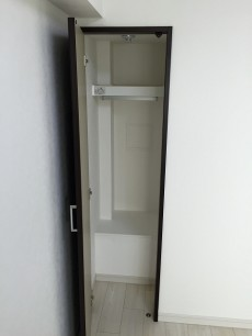 目白ガーデニア 洋室廊下左手収納