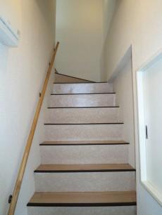 目白武蔵野マンション 玄関から階段をのぼってリビングへ