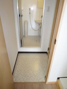目白武蔵野マンション システムキッチン隣には洗濯機置き場