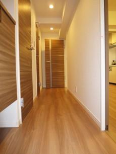 西新宿ハウス リビングへと続く廊下306