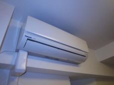 西新宿ハウス リビングダイニングにはエアコン新規一台取付306