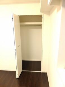 シルキーハイツ九段南2号館 洋室1