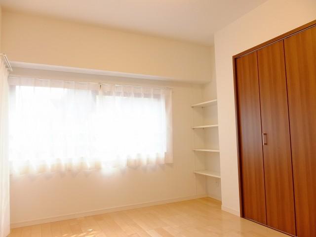 サニークレスト三田 洋室3収納棚