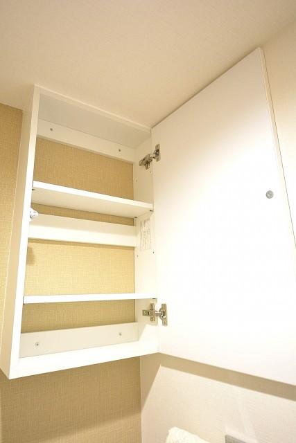 ハイツ赤坂 トイレ吊戸棚