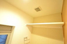 秀和第二南平台レジデンス トイレ収納カウンター