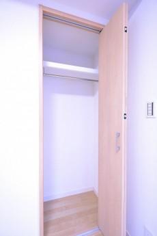 秀和第二南平台レジデンス 5.7帖洋室のクローゼット