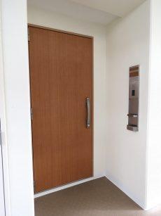 ルピナス中野レジデンス 玄関扉