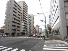 リレント新宿 前面道路