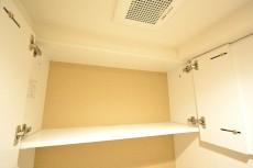 ダイアパレス麻布十番 トイレ吊戸棚