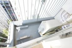 サンパークマンション高田馬場 5.7帖のベッドルームバルコニー