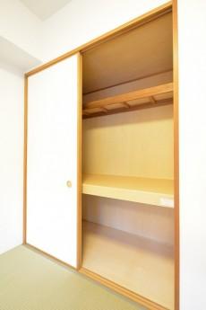 高田馬場パークハウス弐番館 6.0帖の和室 押入れ