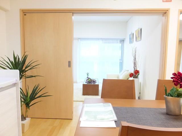 朝日江戸川橋マンション ダイニングキッチン+洋室