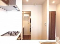 センチュリープラチナマンション大井町 キッチンから洗面室へ