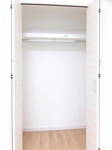 秀和麻布笄町レジデンス 6.0帖のベッドルーム② クローゼット
