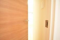 フリーディオ三宿 5.9帖のベッドルームドア