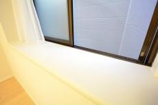 フリーディオ三宿 5.9帖のベッドルーム出窓