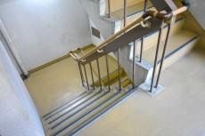 卓巳コーポ 共用階段