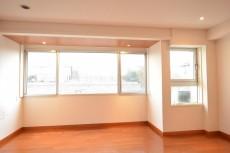 陽輪台松濤 30帖のリビングダイニング 窓