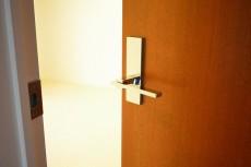 陽輪台松濤 6.0帖のベッドルームドア
