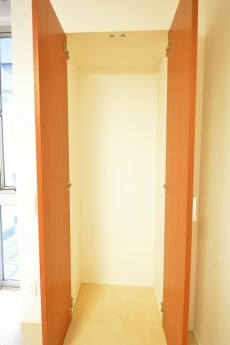 陽輪台松濤 6.0帖のベッドルーム クローゼット