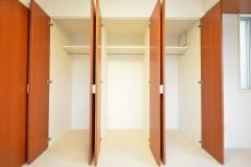 陽輪台松濤 6.7帖のベッドルーム 収納