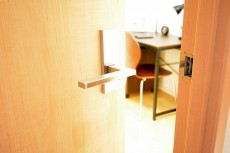 目白ハイツ 4.0帖のサービスルームのドア