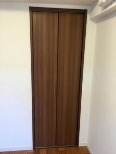 モア・クレスト荻窪 洋室約5帖収納