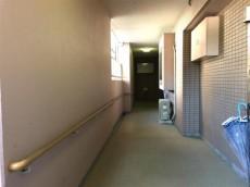 クリオ八幡山壱番館 1F外階段