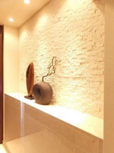 黎明マンション 廊下の飾り棚