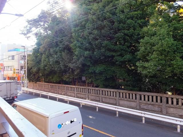 自由が丘タウンハウス 目の前は奥沢神社