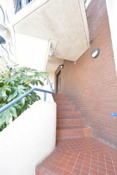 エイト大森ハイツ エントランス階段