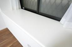 ライオンズマンション乃木坂 7.0帖のベッドルーム 出窓