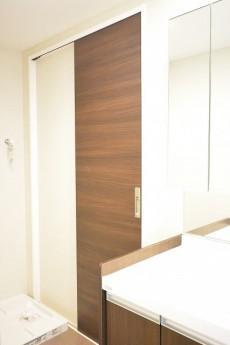 サンハイツ北新宿 洗面室からキッチンへ