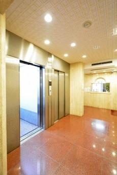 ドミール南青山 エレベーターホール