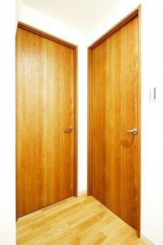 南進マンション 洋室2部屋のドア