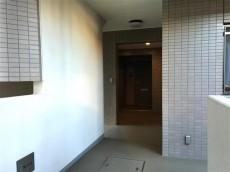 サンマンションアトレ新宿戸山 エレベーターへ